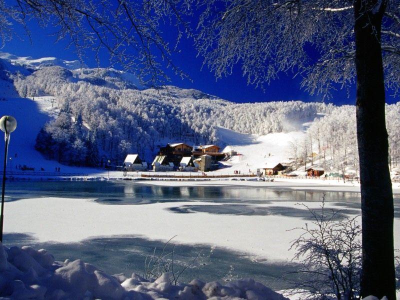 Cerreto Laghi: il tuo Natale sulla neve Thumbnail