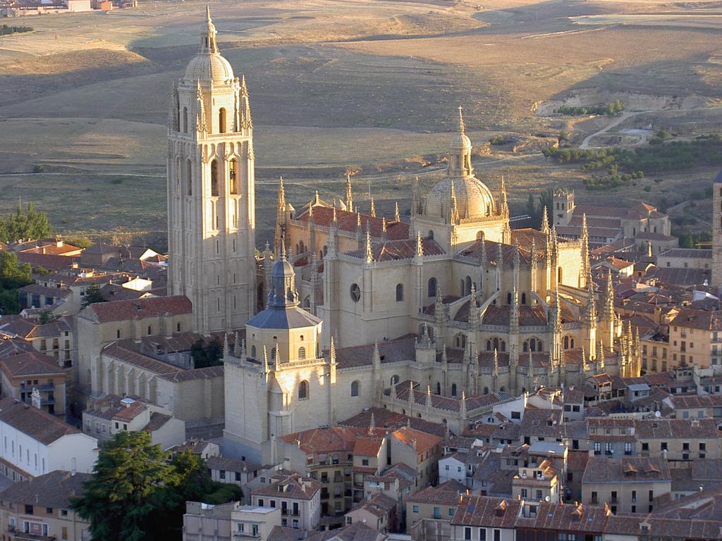 Segovia, la cttà dei contrasti tra monumenti e opere di architettura. Thumbnail