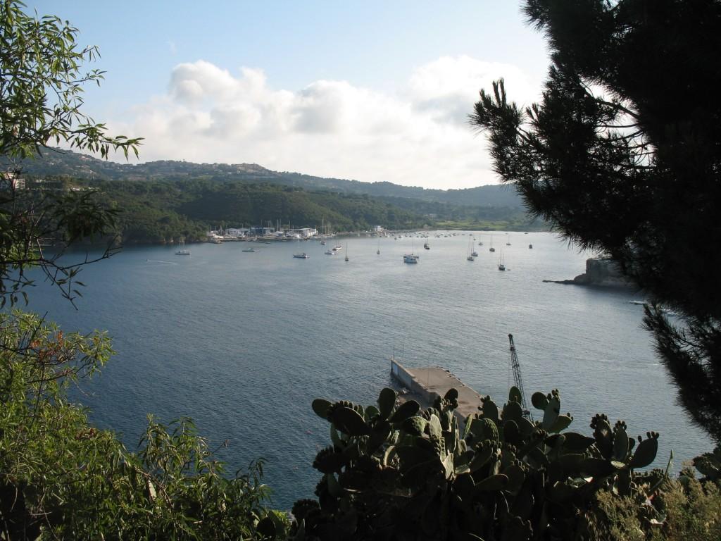 Porto Azzurro mare, spiagge e storia Thumbnail
