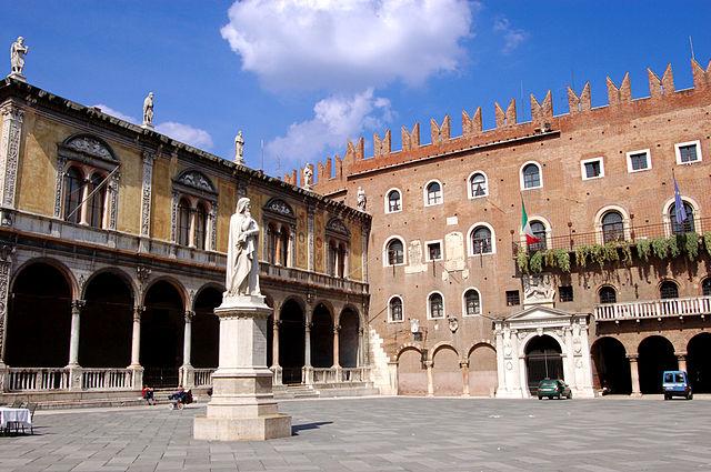 Piazza_dei_Signori_Verona_2008