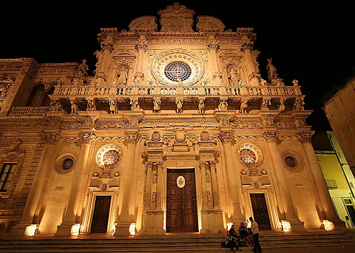Lecce by night: romanticismo o movida? A voi la scelta! Thumbnail
